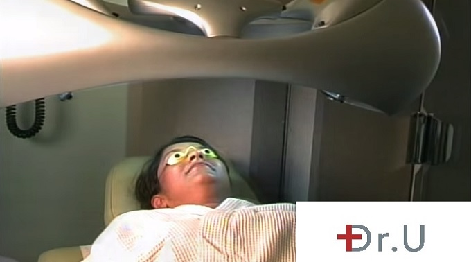 Patient undergoing Photodynamic Light Therapy | Acne Treatment